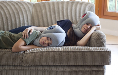 studio-banana-things_ostrich-pillow-junior_take-it-easy.jpg